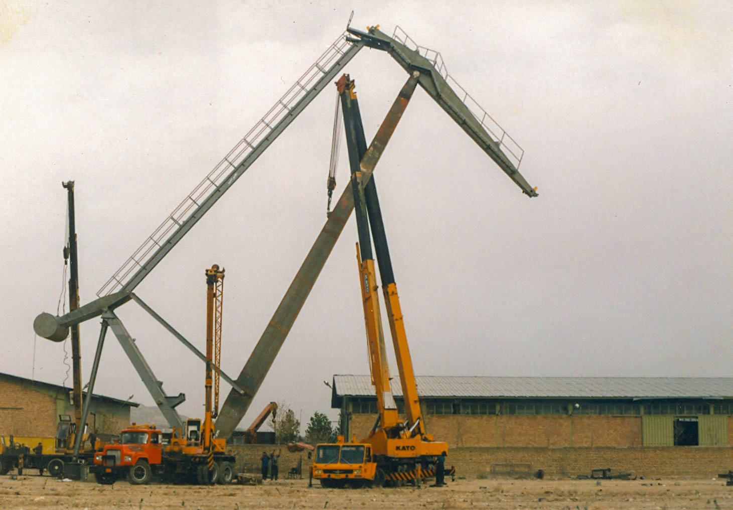 Bandar Abbas Port luffing crane